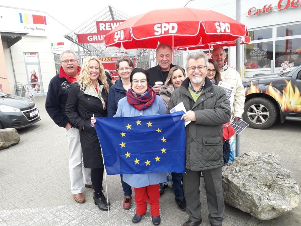 Das Interesse der BürgerInnen steigt. Das qualifizierte Wissen zu den europäischen Themen und Fragestellungen nimmt zu. So kommen wir weiter. Denn mündige Wähler gehen wählen. Verweigern sich nicht den Problemen. Öffnen ihre Augen. Das ist gut so.
